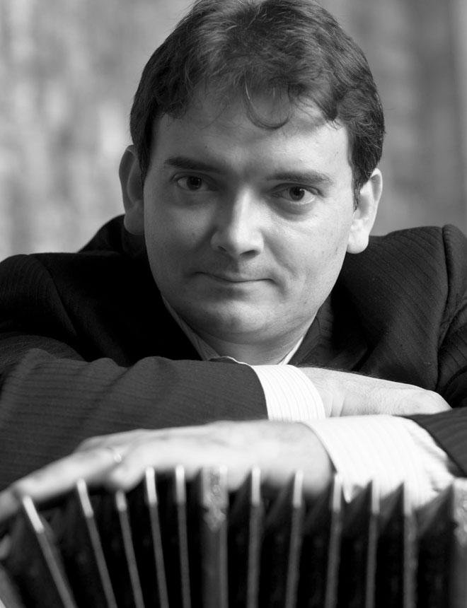 Hector Del Curto